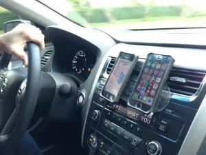 Kick it car phone mount